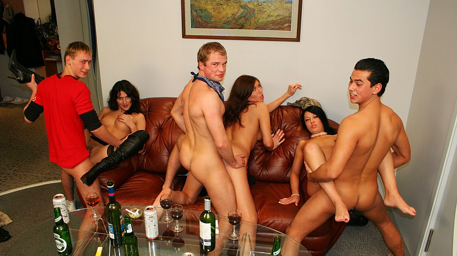 Girls group sex party, bubble butt anal fuck